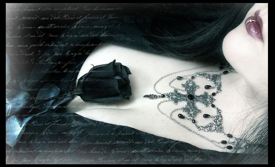 http://gothic-eyes.cowblog.fr/images/gothrose.jpg